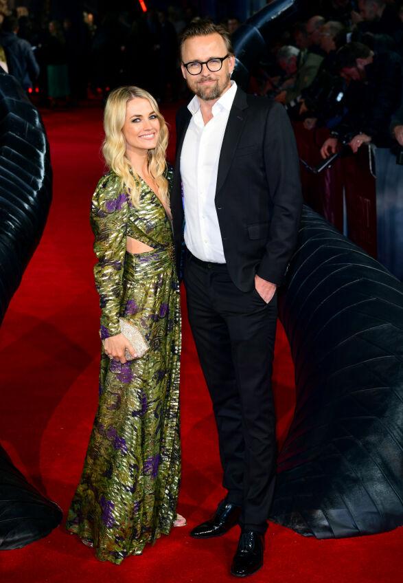 NYGIFTE: Regissør Joachim Rønning ankom «Maleficent: Mistress of Evil»-premieren sammen med sin kone, milliardærarving Amanda Hearst. Foto: NTB scanpix