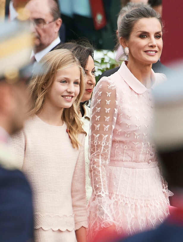 <strong>MATCHET:</strong> Kronprinsessen matchet dronningen under lørdagens militærparade i Spania. Foto: NTB Scanpix