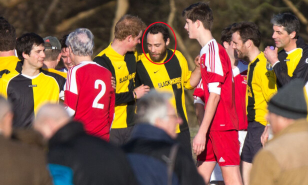 KONGELIG KRETSER: Til tross for de kongelige kretsene han er en del av, har James Middleton holdt en lav profil i offentligheten. Her spiller han fotball sammen med blant andre prins Harry under den årlige julaften-kampen i 2014. Foto: All Over Press