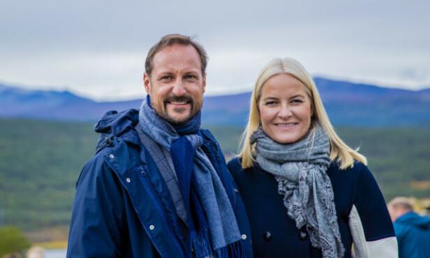 GOD STØTTE: Kronprins Haakon er ofte med kronprinsesse Mette-Marit på jobb, i tilfelle hun brått skulle føle seg syk. Foto: NTB Scanpix