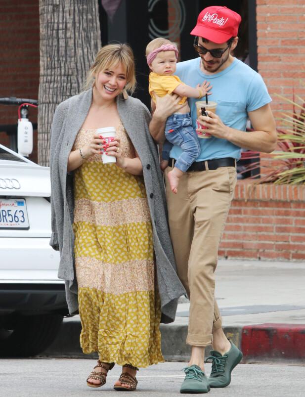 SMÅBARNSFORELDRE: For et år siden fikk Hillary Duff og Matthew Koma sitt første, felles barn og drøye seks måneder senere annonserte de to at de hadde forlovet seg. Foto: NTB Scanpix