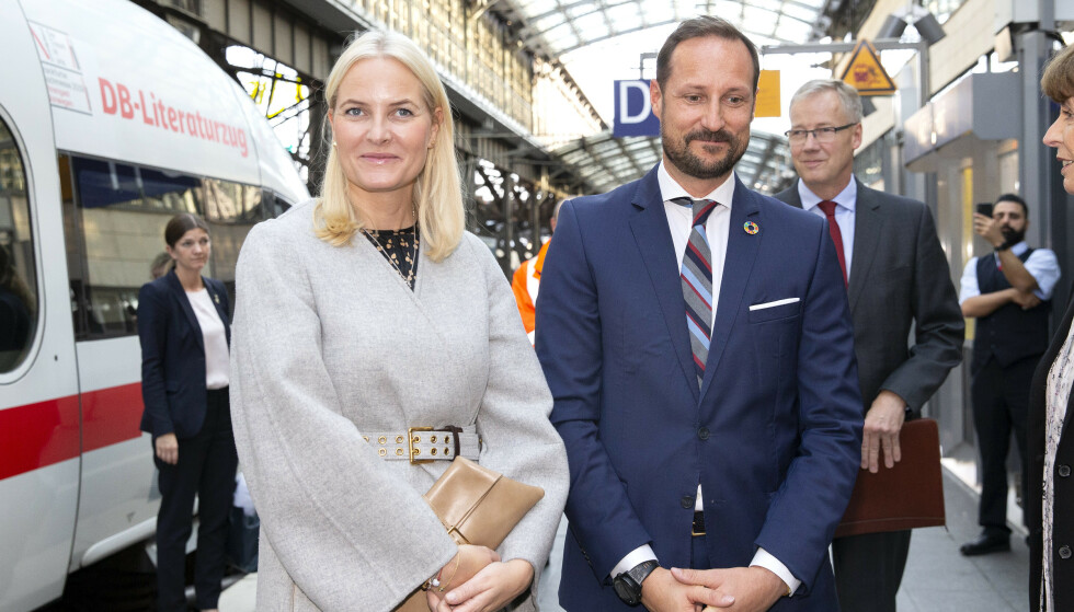LITTERATURTOG: Siden mandag har kronprinsparet vært på Litteraturtoget. Foto: Andreas Fadum / Se og Hør