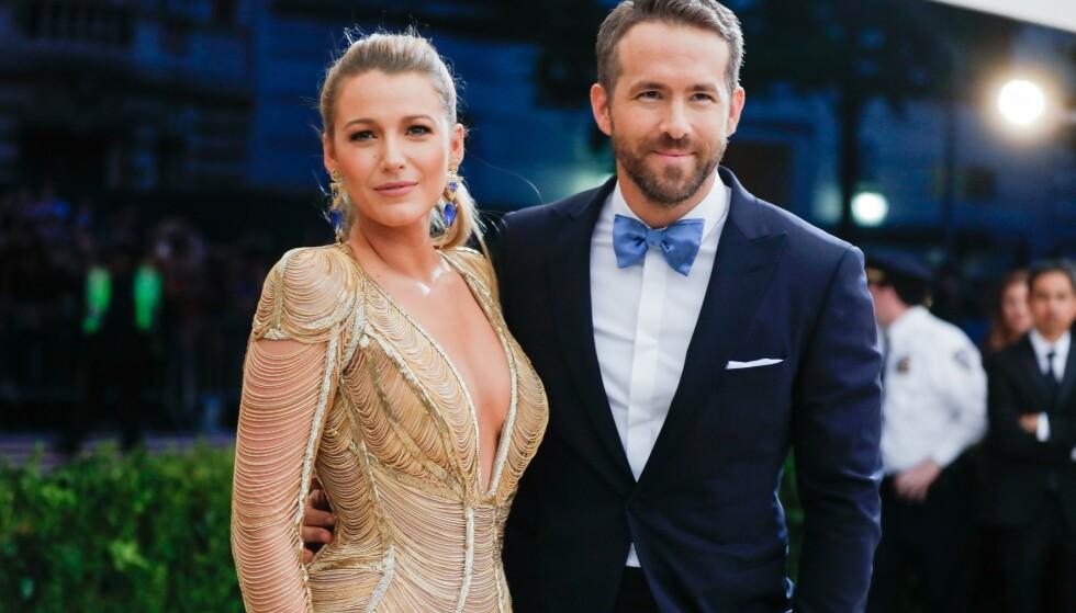 TREBARNSFORLDRE: Det skal ha vært i sommer at skuespillerparet Blake Lively og Ryan Reynolds ble foreldre for tredje gang. Nå deler sistnevnte det første bildet med det nye familietilskuddet. Foto: NTB Scanpix
