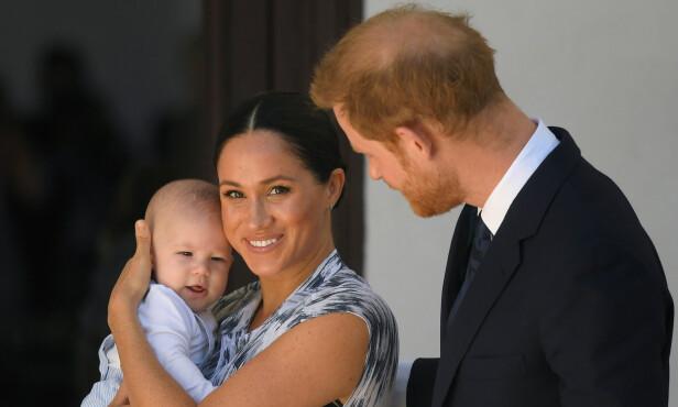<strong>VISTE FREM ARCHIE:</strong> Helt siden Meghan og Harry fikk lille Archie sammen har de vernet godt om ham. Da de nylig var i Afrika viste de han derimot endelig frem igjen. Foto: NTB Scanpix