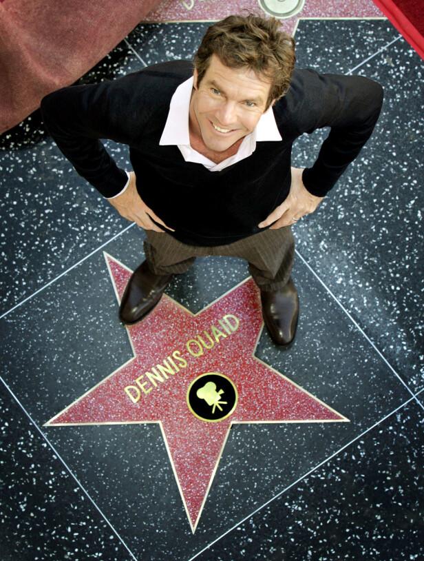 SUKSESS: Dennis Quaid har fått en egen stjerne på den berømte Hollywood Walk of Fame. Foto: NTB Scanpix