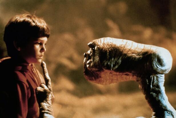 STOR SUKSESS: Henry Thomas ble nominert til en Golden Globe for sin innsats som unge Elliot i «E.T.». Her i en scene fra filmen. Foto: NTB Scanpix