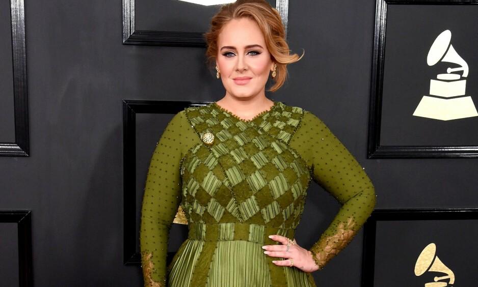 STOR OPPMERKSOMHET: Etter bruddet med eksmannen Simon Konecki har sangstjernen Adele gått betraktelig ned i vekt. Her er hun avbildet under Grammy-utdelingen i 2017. Foto: NTB Scanpix