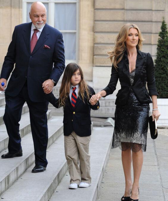 HÅND I HÅND: René Angélil og Céline Dion med sønnen René-Charles i mai 2010. Foto: AFP/ NTB scanpix