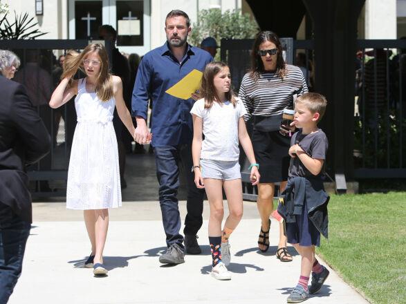 GODT FORHOLD: Ben og Jennifer har barna Violet, Seraphina og Samuel sammen. Til tross for at duoen har gått hver til sitt, tilbringer de tilsynelatende mye tid sammen. Foto: NTB Scanpix