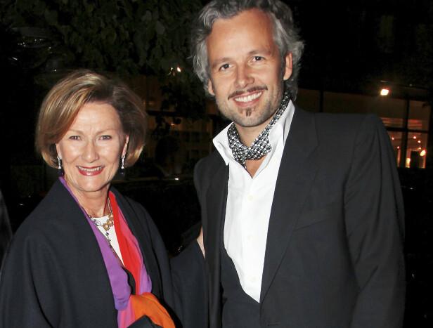 NÆRT VENNSKAP: Ari Behn og dronning Sonja har vært på mangt et arrangement sammen, som her på a-ha-konsert i Oslo Konserthus i 2010. Foto: Tore Skaar/ Se og Hør