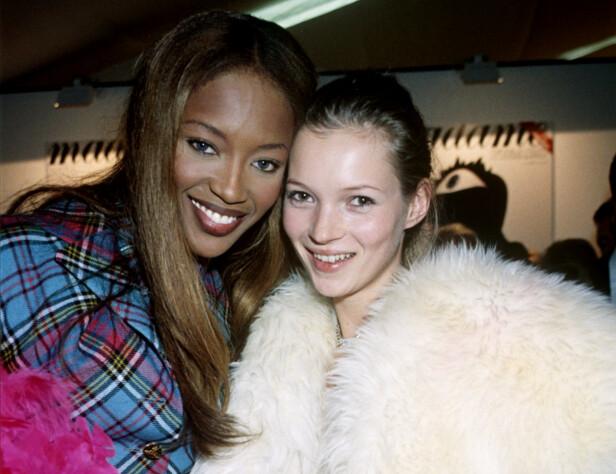 KATE MOSS: Naomi Campbell avbildet med modellkollega Kate Moss i 1993. Foto: NTB Scanpix