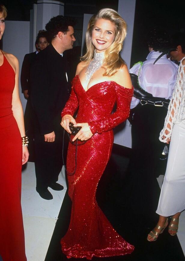 RØDT: Supermodellen møtte opp i en vakker rød kjole på en galla i 1992. Foto: NTB Scanpix