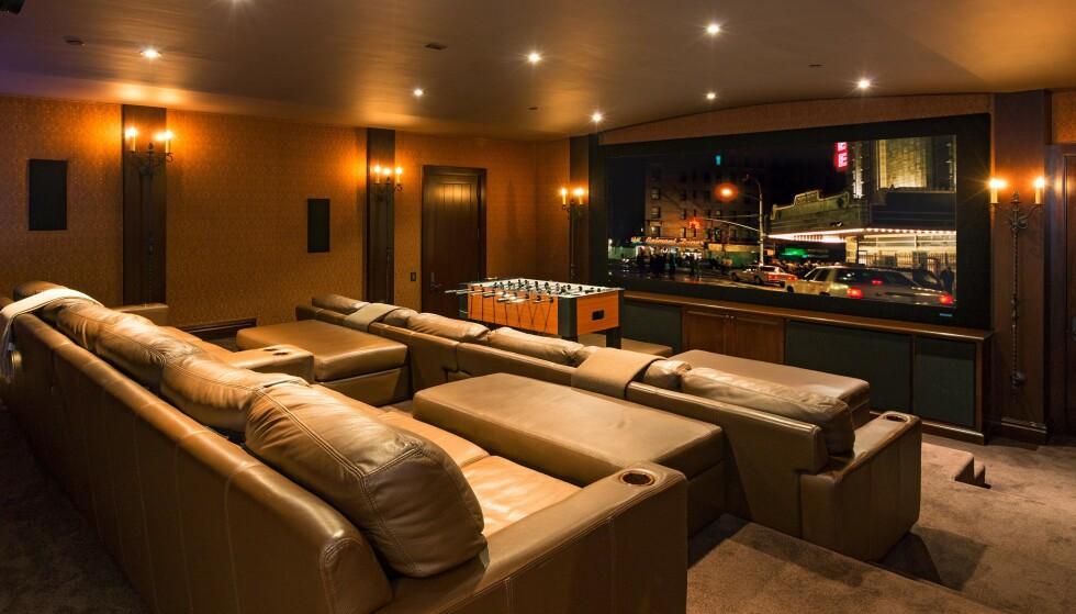 KINOSAL: Med en privat kinosal trenger man ikke dra langt for å få en god filmopplevelse. Foto: NTB Scanpix