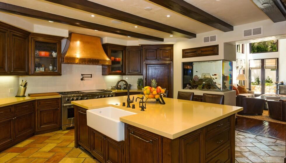 KJØKKEN: Det er et stort kjøkken å boltre seg på hvis man er glad i å lage mat. Foto: NTB Scanpix