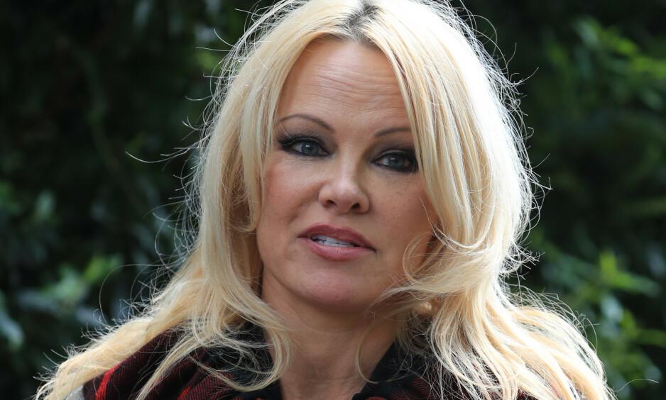 I HARDT VÆR: Pamela Anderson fikk massiv kritikk for sitt Halloween-kostyme. Foto: NTB Scanpix
