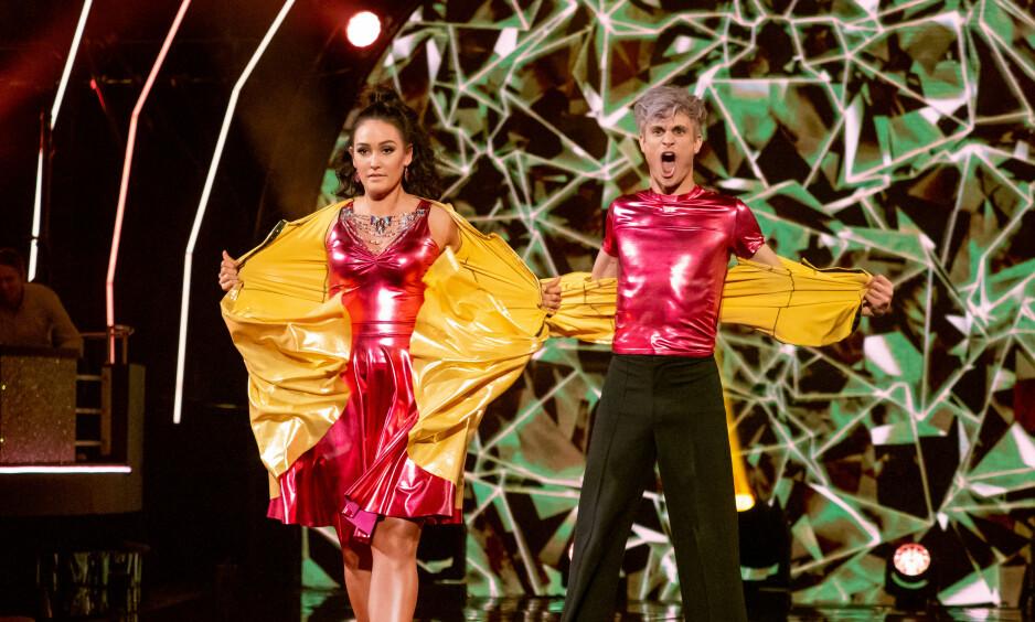 KREATIVE: Victor Sotberg og Rikke Lund hadde planlagt et imponerende dansenummer lørdag kveld - der plagg etter plagg forsvant. Foto: TV 2 / NTB scanpix