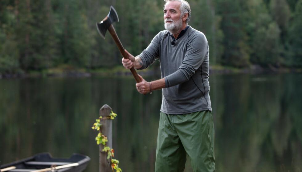 <strong>«FARMEN»-EXIT:</strong> Jan Erik Brodahl (60) bommet på begge sine øksekast under tvekampen. Det var med vilje, ifølge ham selv. Foto: TV 2