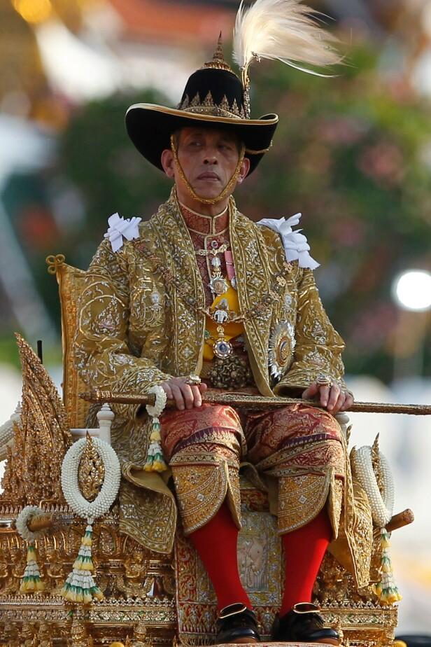<strong>DISTANSERT:</strong> Mens faren sto det thailandske folket nær, har sønnen valgt en langt mer distanserende strategi. Foto: NTB Scanpix