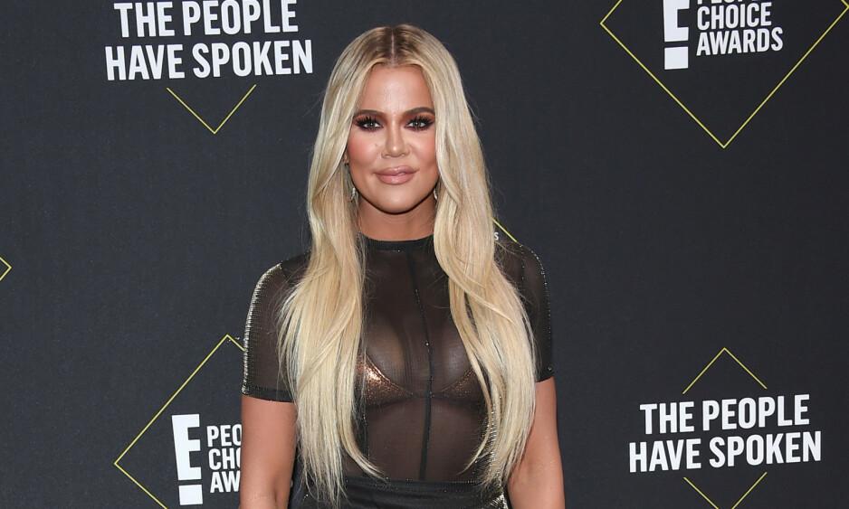 <strong>LEGGER SEG FLAT:</strong> Under nattens People's Choice Award ble Khloé Kardashian hedret med prisen for «Beste realitystjerne», men unnlot å takke fansen fra scenen. Det skapte reaksjoner. Foto: NTB Scanpix
