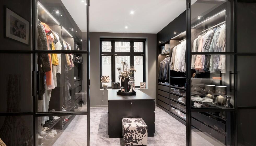WALK IN-GARDEROBE: Med en svimlende formue følger en luksuriøs garderobe. Foto: Privatmegleren