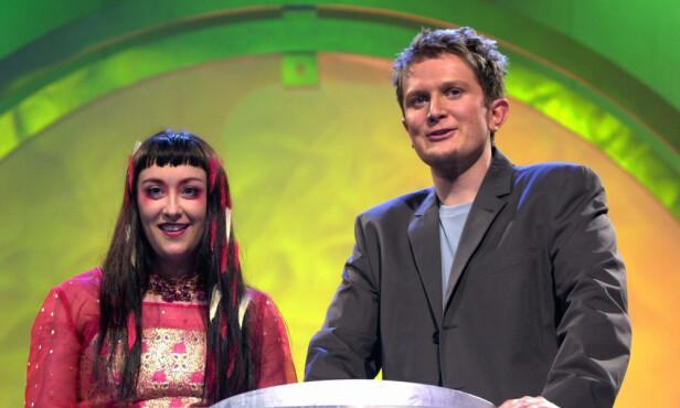 MGP: Her er Stine Buer avbildet sammen med Hans Christian Andersen under generalprøven av norske Melodi Gran Prix i 2000. Foto: NTB Scanpix