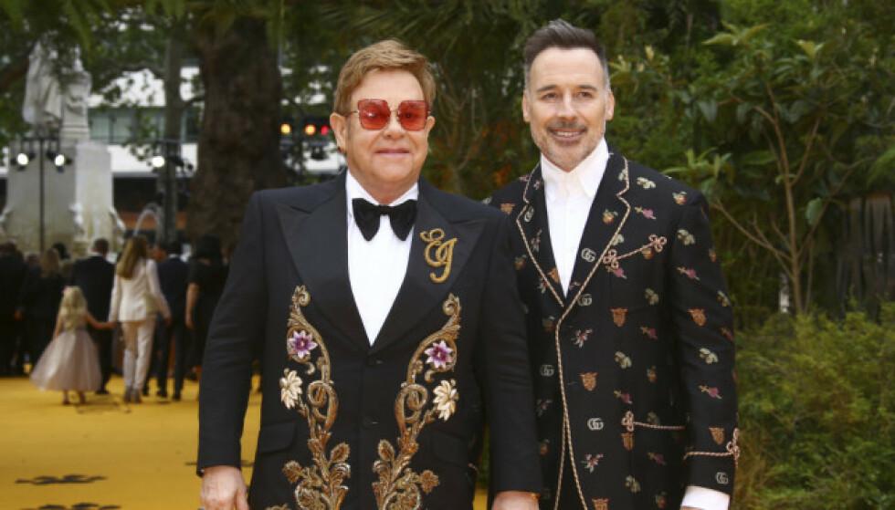 GIFT SIDEN 2005: Elton John og David Furnish har vært gift i 14 år. Nå ønsker førstnevnte å fokusere på ektemannen og barna, og legger derfor turnélivet på hylla. Foto: NTB Scanpix