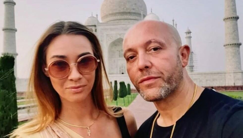 STOR ENDRING: Aqua-stjernen René Dif har lagt om livsstilen og har rast ned i vekt. Endringen er så stor at han nå ikke lenger blir gjenkjent på gata. Her med kjæresten Linet Jo ved Taj Mahal i India. Foto: Skjermdump fra Instagram
