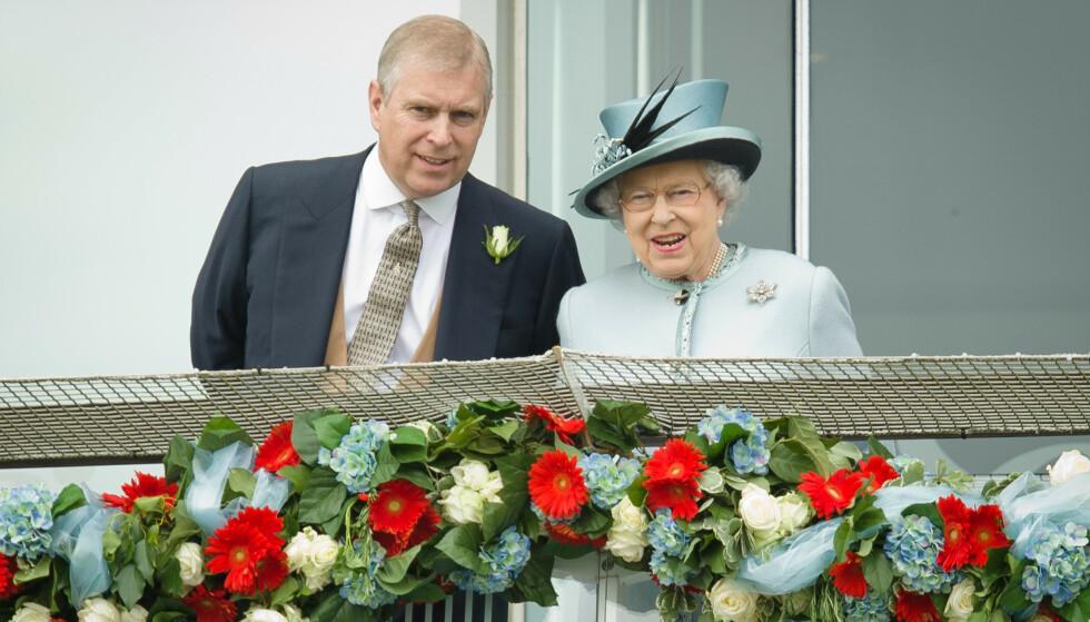 FESTBREMS: Dronning Elizabeth skal ha avlyst prins Andrews store 60-årslag i februar. Nyheten kommer i kjølvannet av det som kan sies å ha vært den mest intense uka i prinsens liv. Foto: NTB scanpix