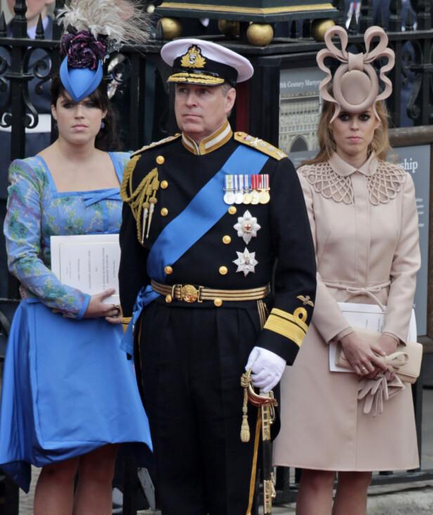 <strong>MED DØTRENE:</strong> Prins Andrew har døtrene prinsesse Beatrice og Eugenie sammen med ekskona Sarah Ferguson. Nå skal Beatrice være oppløst i tårer etter det kontroversielle BBC-intervjuet. Foto: NTB Scanpix