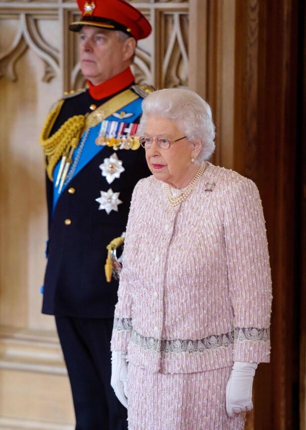 <strong>MOR OG SØNN:</strong> Dronningen skal ha gitt sitt samtykke til at prins Andrew gjennomførte det mye omtalte BBC-intervjuet for litt over en uke siden. Foto: NTB Scanpix