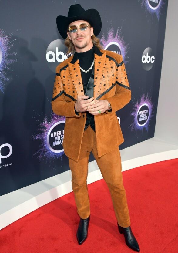 <strong>HOWDY:</strong> Artist, DJ og produsent Diplo dukket opp i et cowboy-inspirert antrekk. Foto: NTB scanpix