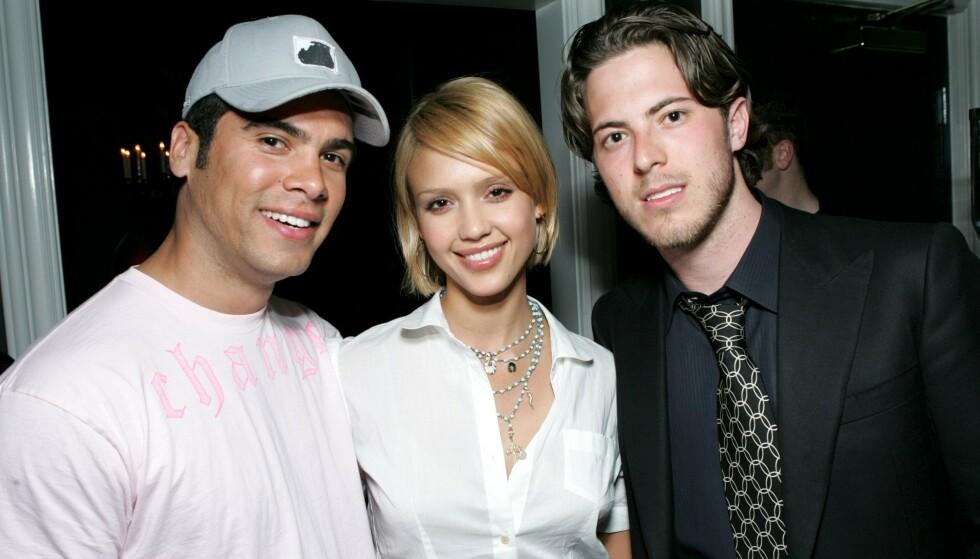 I CELEBERT SELSKAP: Harry Morton sammen med Hollywood-paret Cash Warren (t.v.) og Jessica Alba. Foto: NTB scanpix