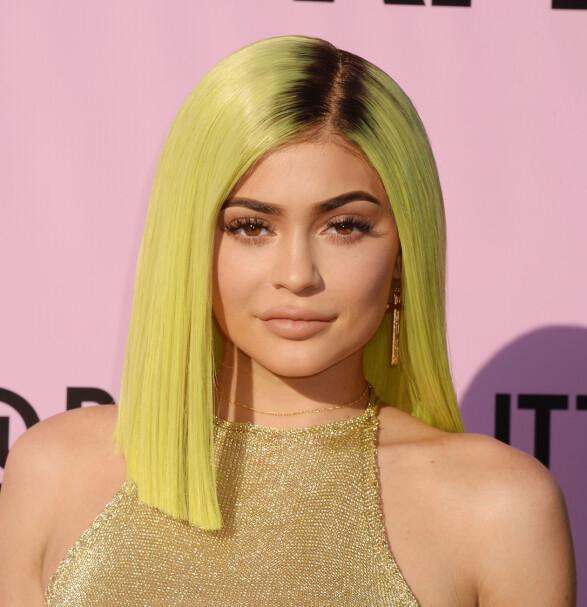 <strong>I 2017:</strong> Kylie Jenner med syregrønt hår under Coachella-festivalen i april 2017 - få uker før Met-gallaen. Foto: Rex/ NTB scanpix