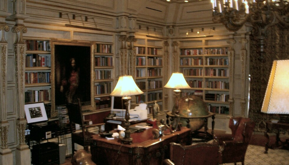BIBLIOTEK: Ranchen har et enormt bibliotek. Foto: www.thisischriswhite.com