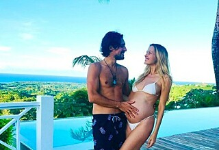 Supermodellen (40) fødte seks uker for tidlig