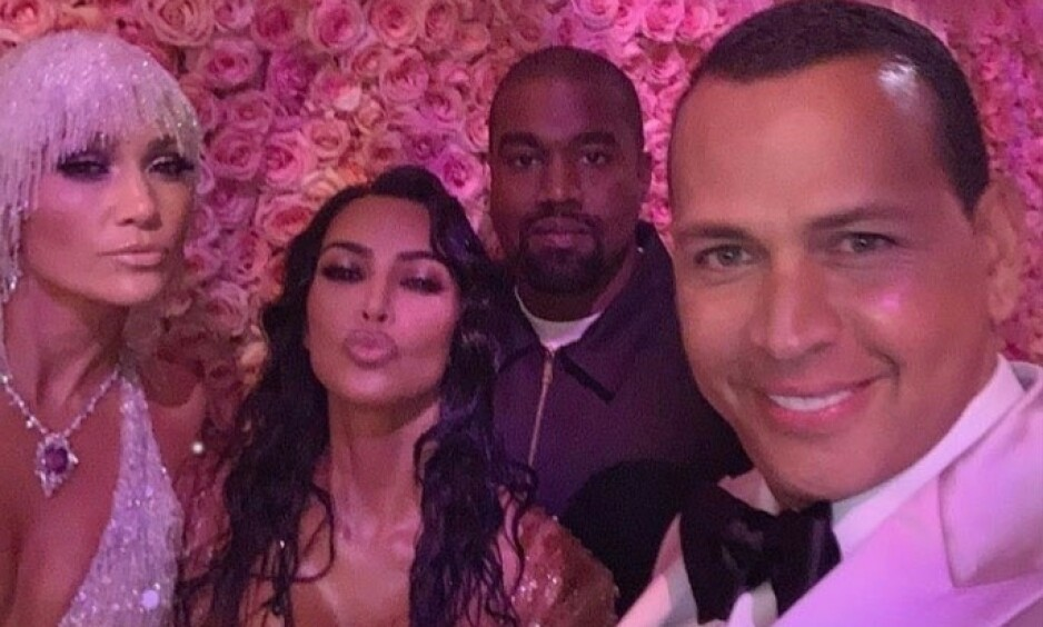 <strong>NÆRE VENNER:</strong> Stjerneparet Jennifer Lopez og Alex Rodriguez er omgangsvenner med Kanye West og Kim Kardashian West. Her er firkløveret på Met-gallaen i mai. Foto: Backgrid/ NTB Scanpix