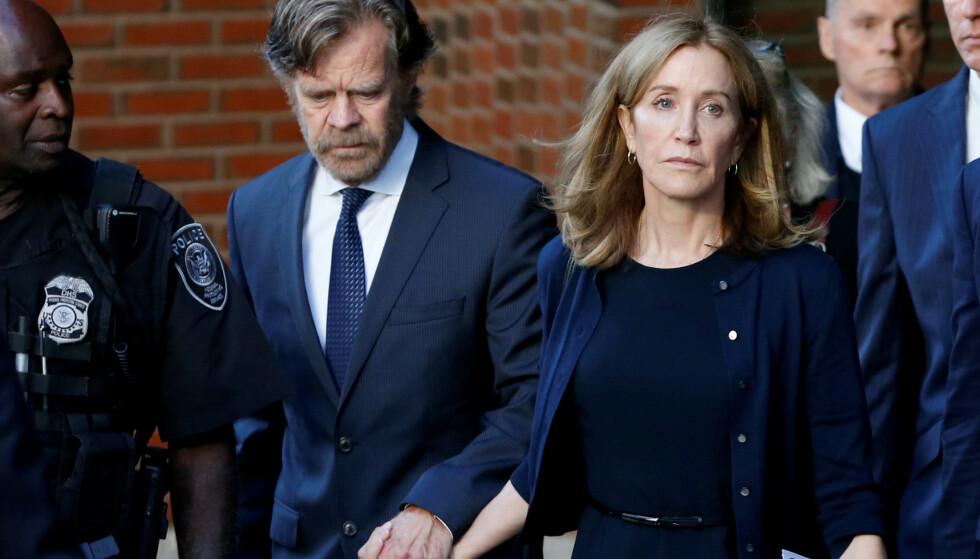 <strong>HAR SONET:</strong> Felicity Huffman, her med skuespiller og ektemann William H. Macy, har allerede sonet ferdig sin dom. Foto: Reuters/ NTB scanpix
