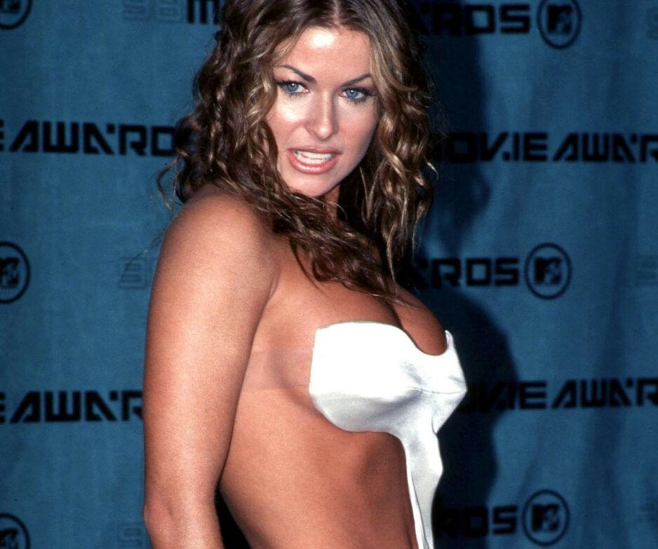 SEXSYMBOL: Carmen Electra blir stadig omtalt som et sexsymbol. Nå avslører hun hva hun tenker om beskrivelsen. Her er hun på MTV Movie Awards i 1998. Foto: NTB Scanpix