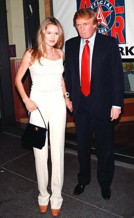 MED DONALD TRUMP: Celina Midelfart har flere berømte bekjentskaper. Her er hun avbildet med USAs nåværende president, Donald Trump, tre år etter at hun var passasjer i Epsteins privatfly. Foto: NTB Scanpix