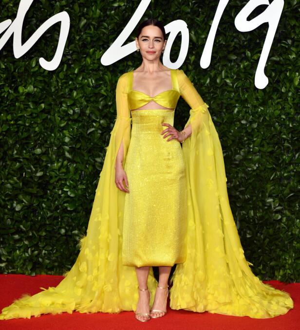 EMILIA CLARKE: Skuespilleren lyste opp rommet med sin gule kjole. Foto: NTB Scanpix
