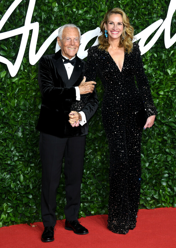 JULIA ROBERTS: Skuespilleren poserte sammen med motekongen Giorgio Armani. Foto: NTB Scanpix