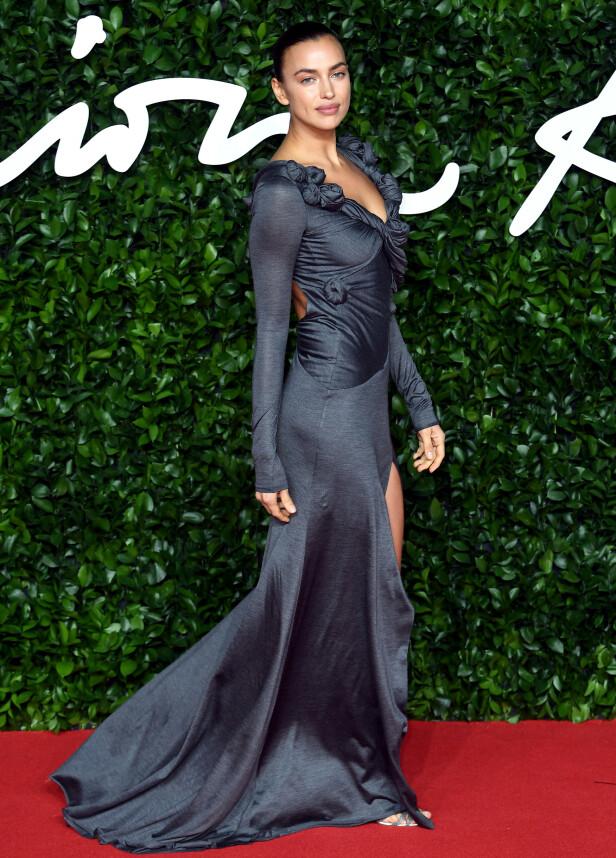 IRINA SHAYK: Uten eksmannen Bradley Cooper ved sin side fanget modellens vakre ytre enda mer oppmerksomhet. Foto: NTB Scanpix