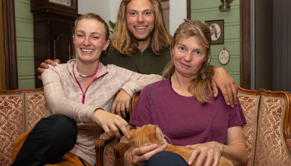 SEMIFINALISTER: Ingebjørg Monique Haram (31), Erik Rotihaug (24) og Agna Hollekve (47) skal søndag kjempe om å tittelen som vinneren av «Farmen» 2019. Foto: Alex Iversen / TV 2