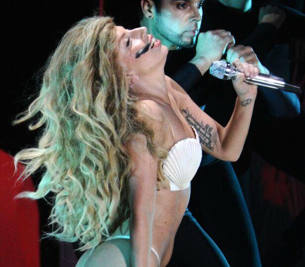 2013: Her er Lady Gaga avbildet på scenen under MTV Video Music Awards i New York. Foto: NTB Scanpix