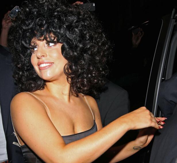 STORE KRØLLER: Lady Gaga skal ha blitt inspirert av sine italienske røtter da hun turnerte med Tony Bennett i 2014. Foto: NTB Scanpix