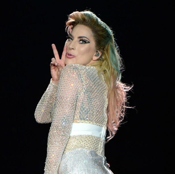 FARGENYANSER: Under popstjernens verdensturné i 2017 hadde hun på seg en parykk med flere ulike farger. Her avbildet i New York under turneen. Foto: NTB Scanpix