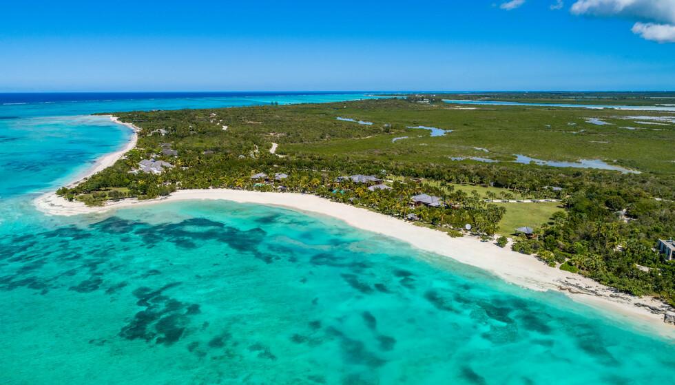 <strong>IDYLLISK:</strong> Utsikt over Parrot Cay, en av øyene på Turks- og Caicosøyene. Filmstjernen Bruce Willis la for øvrig sin eiendom på øya ut for slag tidligere i år. Foto: NTB scanpix