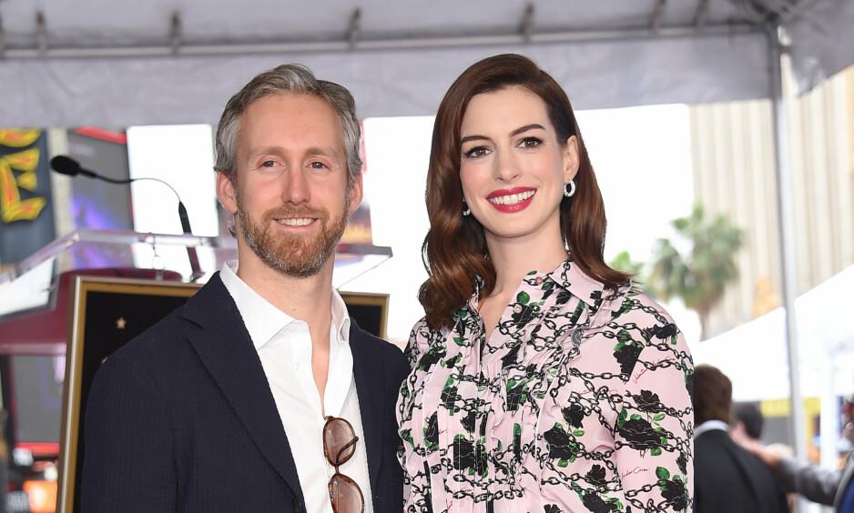 FORELDRE IGJEN?: Anne Hathaway kunngjorde i juli i år at hun og ektemannen Adam Shulman ventet sitt andre barn. Nå har barnet angivelig kommet til verden. Foto: NTB Scanpix