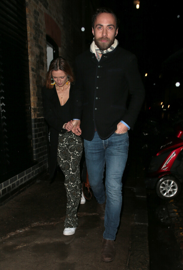 <strong>LILLEBROR:</strong> Også Pippa og Kates lillebror, James Middleton og hans forlovede Alizee Thevenet var tilstede. Foto: NTB Scanpix