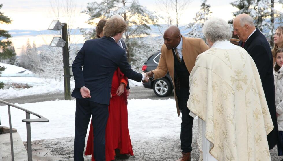 MED KONGEPARET: Durek Verrett var med kongefamilien på høytidsmesse første juledag. Foto: Andreas Fadum / Se og Hør